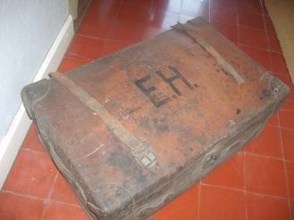 La valigia con le iniziali dello scrittore